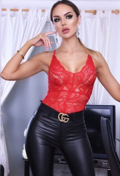 taylor_red_front